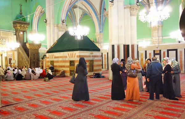 Ibrahimi Mosque, Hebron. Worshipers and tourists.