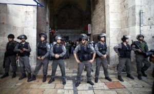 Israeli Soldiers blockading entrance to Al-Aqsa Mosque