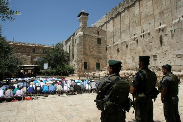 Those who pray outside the Ibrahimi Mosque are apparently dangerous.