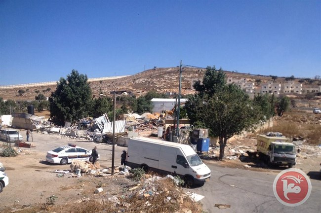 Israeli forces demolish wedding hall - Ma'an Images
