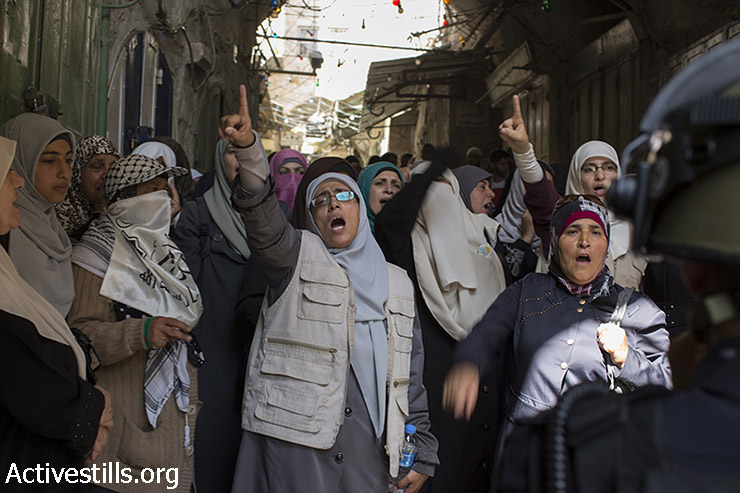 Palestinian women shout slogans as Israeli police forces block Palestinians at an entrance of the Al-Aqsa mosque compound in Jerusalem's old city, after Israeli police and authorities limited access to one of Islam's holiest sites, July 26, 2015, following clashes inside the compound. (Photo: Oren Ziv / Activestills.org)