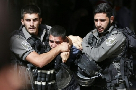 Israeli security forces arrest a Palestinian during clashes between protesters and police after authorities limited access for Muslim worshipers to the al-Aqsa mosque compound in Jerusalem on July 26, 2015. (AFP/Ahmad Gharabli)
