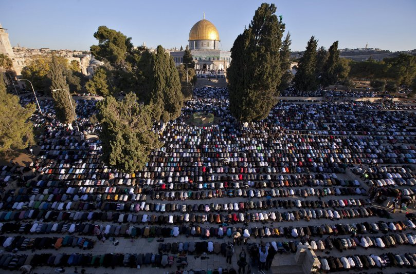 Muslims gathered at the Al-Aqsa Mosque compound in Jerusalem for the Eid al-Adha prayers. Image Source: Getty / AHMAD GHARABLI