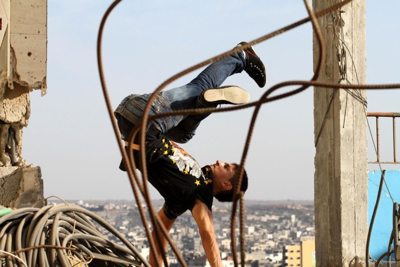 GAZA CITY, GAZA STRIP: A member of the Palestinian 3run Gaza team practices his parkour skills on a building in preparation for the 'Gulf Monster', the first Arab parkour competition in Qatar in November. (MEM file photo)