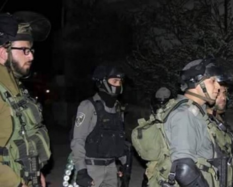 Dozens of soldiers invaded the southern West Bank district of Hebron, and kidnapped five Palestinians. (Photo: IMEMC, file from Ali Dar Ali, Palestine TV)