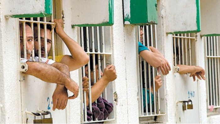 Twelve Palestinian prisoners on hunger strike in protest of administrative detention, jail conditions. (Photo: Samidoun: Palestinian Prisoner Solidarity Network, Jan.18, 2016)