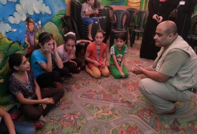 Mohammed-Khalil-El.Halabi-with-children-e1470324947867