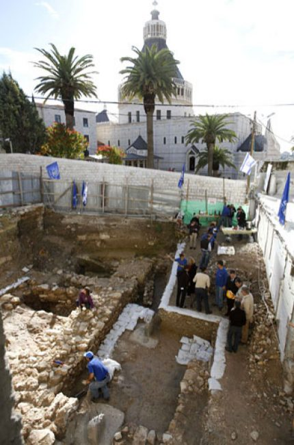 Workers of Israel Antiquities Authority at excavation site of ancient house in Nazareth, Dec. 21, 2009. (Photo: Gil Cohen Magen/Reuters)