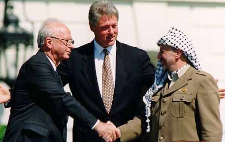 Bill_Clinton,_Yitzhak_Rabin,_Yasser_Arafat_at_the_White_House_1993-09-13_cropped
